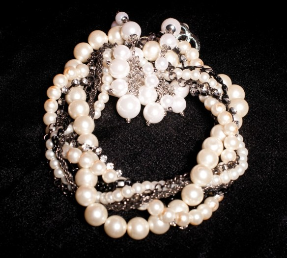 pearl choker with several strands