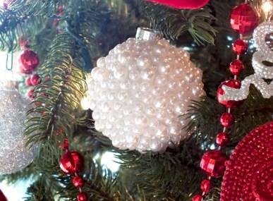 pearl Christmas globe