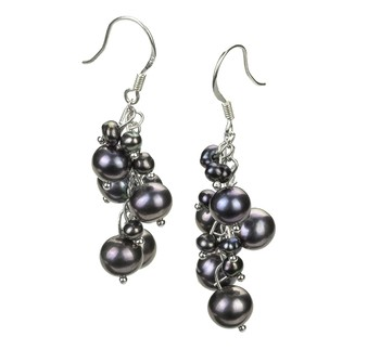 pair of pearl drop earrings in black