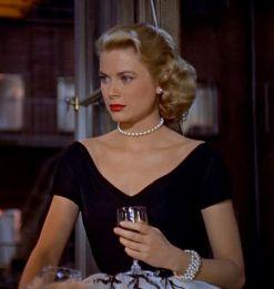 grace kelly wearing pearl necklace