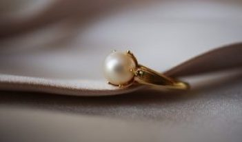 white cultured pearl ring