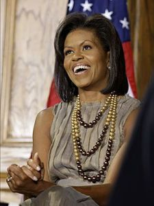michelle obama wearing a pearl necklace with three strands