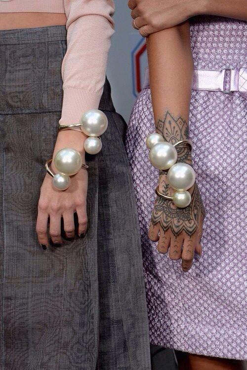 oversized pearl bracelet