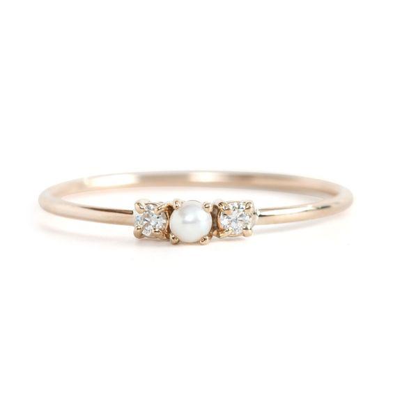 Hochzeits-Perlring mit kleinen Diamanten