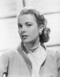 grace kelly wearing pearls