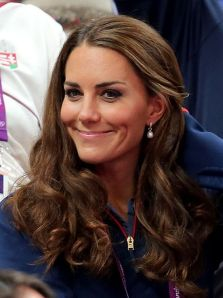 kate middleton wearing pearls