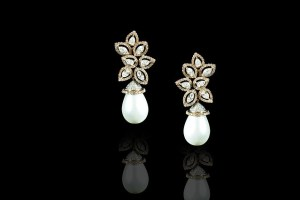 wear pearls earrings