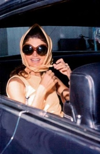 jackie kennedy wearings a scarf