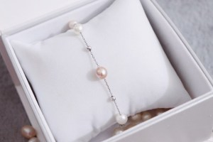 restringing a pearl necklace