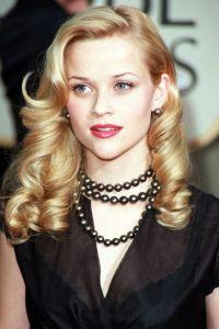 reese whiterspoon wearing black pearl earrings