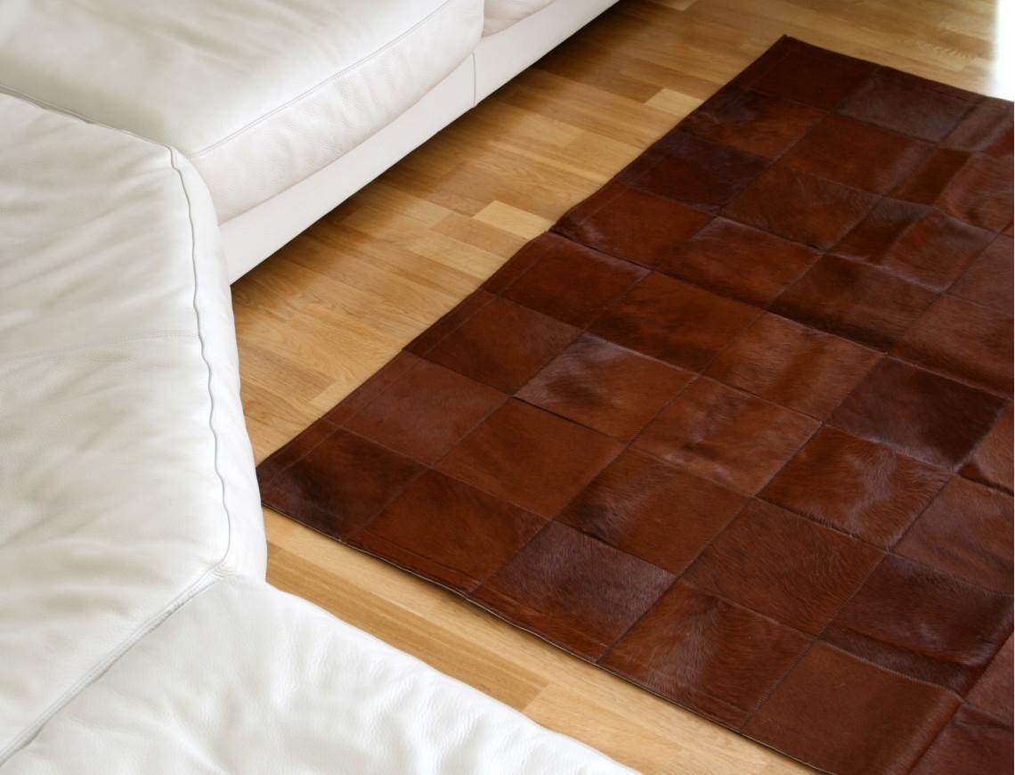 tapis patchwork en peau de vache teintee marron