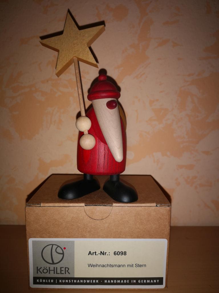 Weihnachtsmann mit Stern
