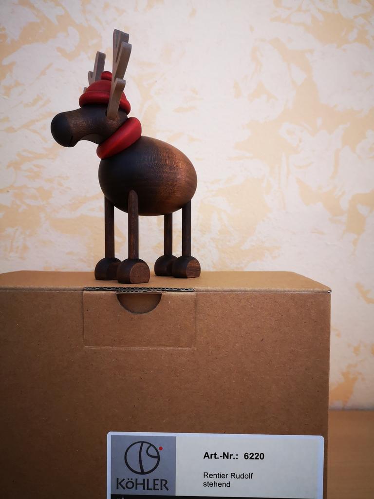 Rentier Rudolf stehend