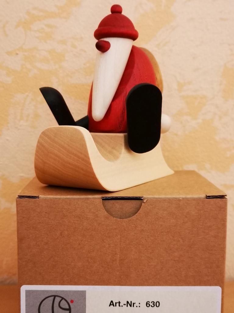 Weihnachtsmann auf Schlitten sitzend