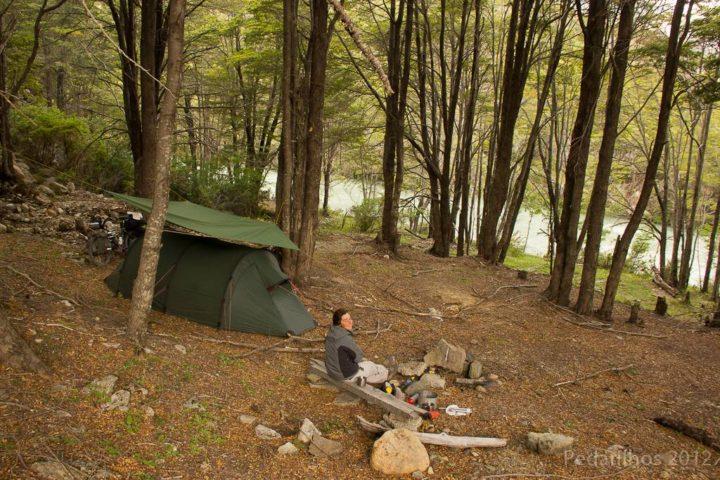 Perfeito point pra acampar, ao lado da entrada para Los Ñadis.