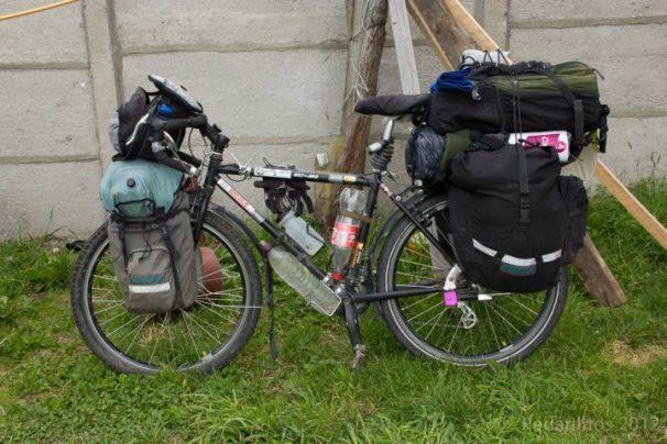 Bicicleta da Ana carregada de comida para 20 dias (e papel higiênico para o respectivo período, ou você acha que toda essa comida vai só pra rechear a samanta?!)