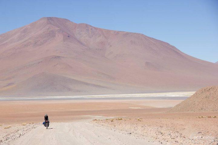 Era este tipo de paisagem que nos acompanharia por algumas semanas em nossa entrada na Bolívia.