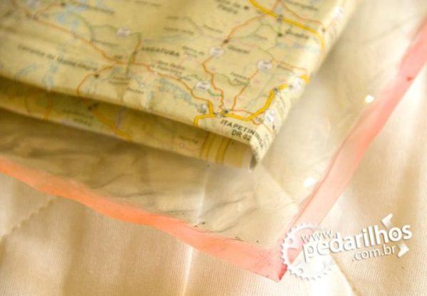 Saco Estanque para Eletrônicos e Mapas e Celulares : Detalhe da selagem do Porta Mapa Estanque feito em casa