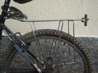 Link 2 - Outra possibilidade de adaptação para bicicletas com freio a disco e quadros sem furação. Por Vitaly Costa site ateOndeDeuPraIrdeBicicleta