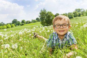 Learn how to treat a seasonal eye allergy.