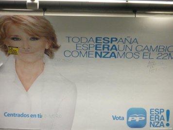 cartel en la parada de metro - Reflexiones con soluciones a la crisis...