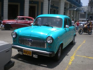 Foto de un coche antiguo en Cuba
