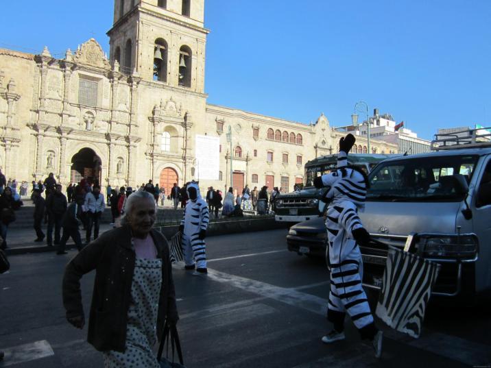 BOLIVIA-La Paz-paso de cebras