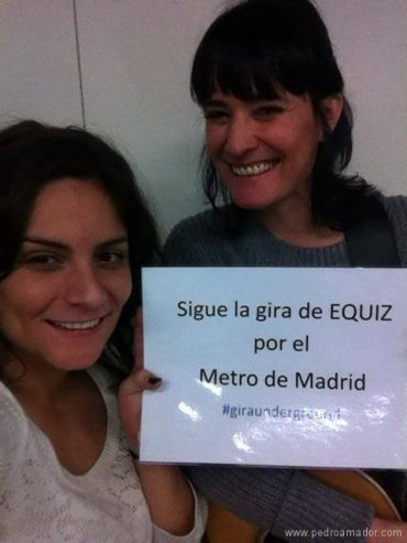 Mónica Y Laura Equiz actuando Metro