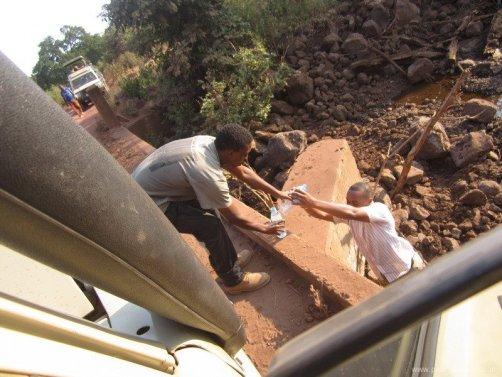 TANZANIA imprevistos en jeep resize