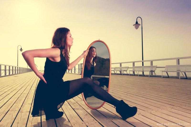Por qué nos miramos en el espejo