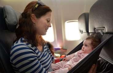 De ce trebuie sa tii cont cand calatoresti cu un bebe cu avionul