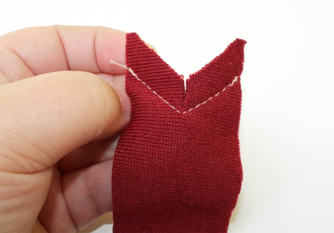 How to Sew a Knit V-Neck