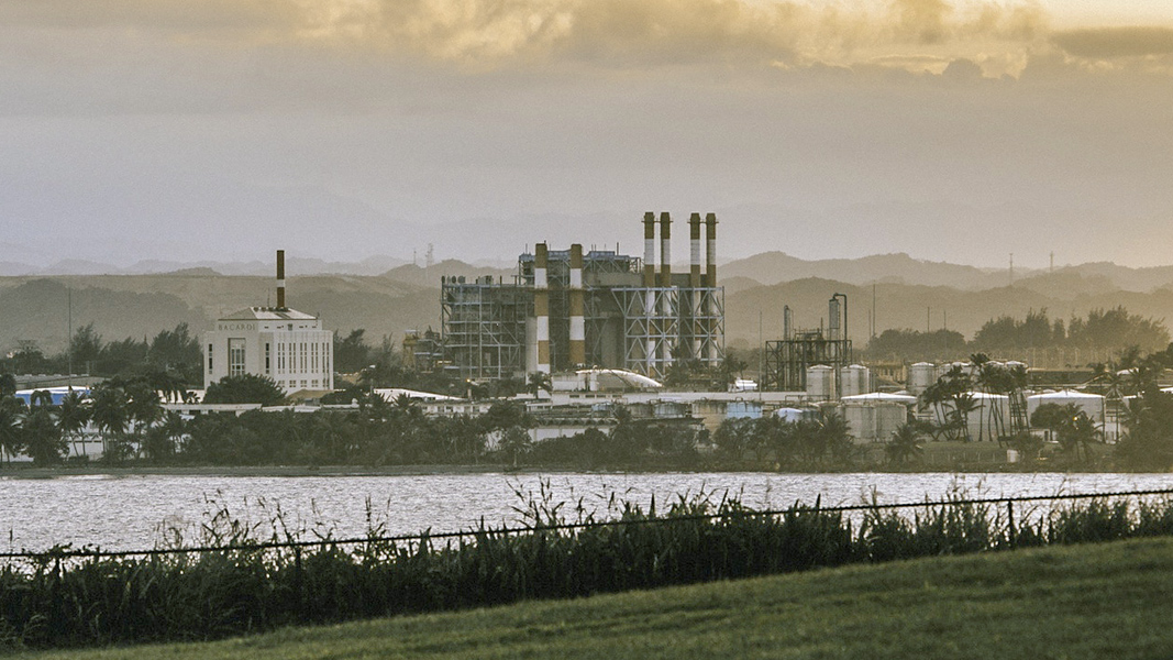 Photo: A power station run by the Puerto Rico Electric Power Authority in San Juan, Puerto Rico, 2015.