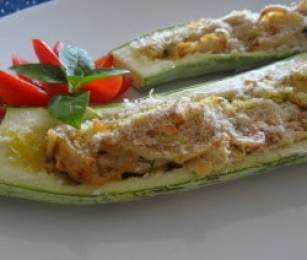 Abobrinha Recheada com Frango e Cream Cheese