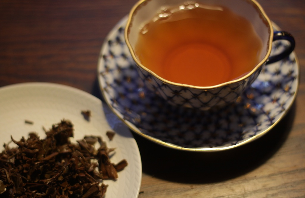 En kopp te, bryggt på löste från Nepal. Illustration till artikel om att brygga te.