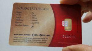 Goldbar 999.9 Public Gold di'seal' bersama sijil ketulenan.