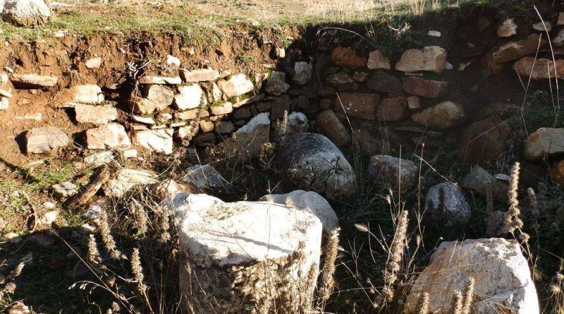 Остаток од ѕидовите на старата градба