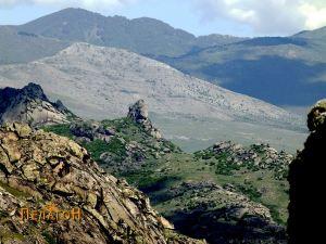 "Поглед од Маркови Кули кон митската карпа ""Баба"" кај Прилеп"
