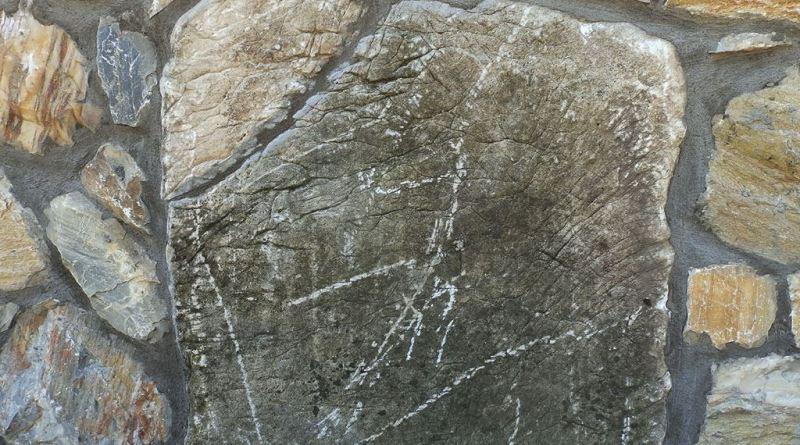 Мермерен блок на јужниот ѕид