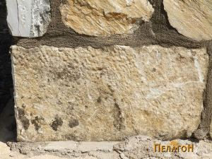 Мермерен блок од јужниот ѕид