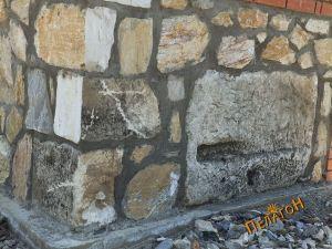 На северниот агол од западниот ѕид