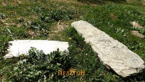 "Плочи од гробови - кај манастирот ""Св. петка"""