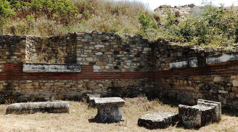 Во десниот агол од источниот ѕид на храмот на божицата Тихе