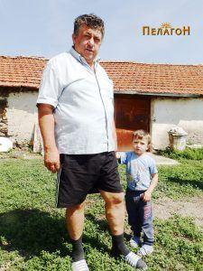 Борче Ртоски со неговиот внук