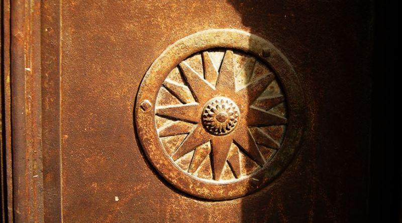 Првиот симбол во рамка