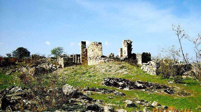 Базиликата со апсидата од источната страна
