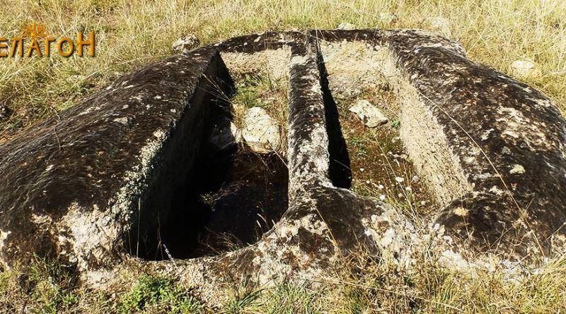 Пар гробови во карпа 1-2