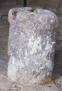 """Столб од камен во црквата """"Св. Димитрија"""""""