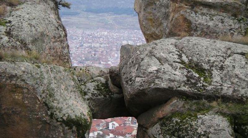 Камената порта од запад - поблиску