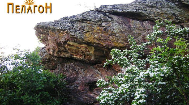 Делот од карпата со живописот 2